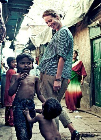 Christy Turlington In Mumbai slum area (India)