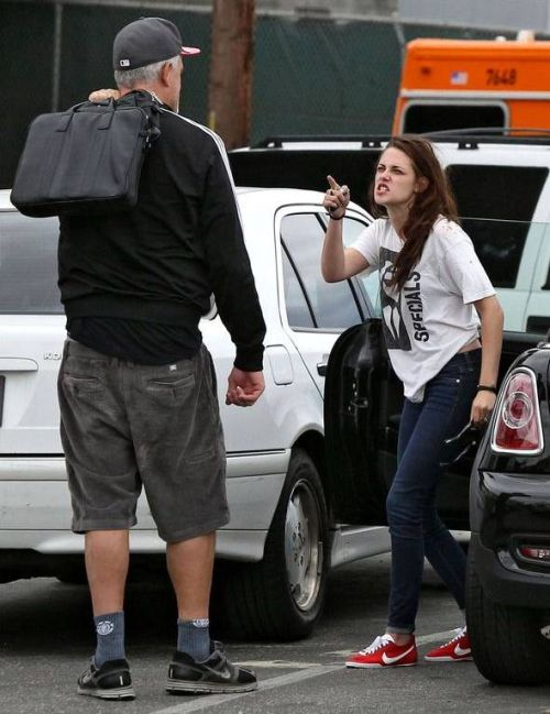 Kristen Stewart screaming and shouting in the street